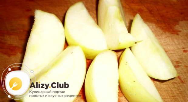 Два средних яблока вымываем