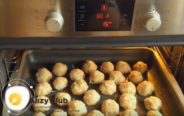 На 15 минут отправляем заготовки в разогретую духовку.