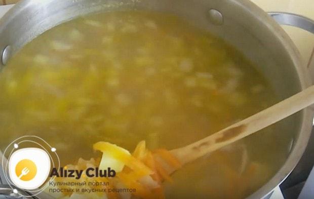 Быстрый суп с макаронами и картошкой и мясом готов!