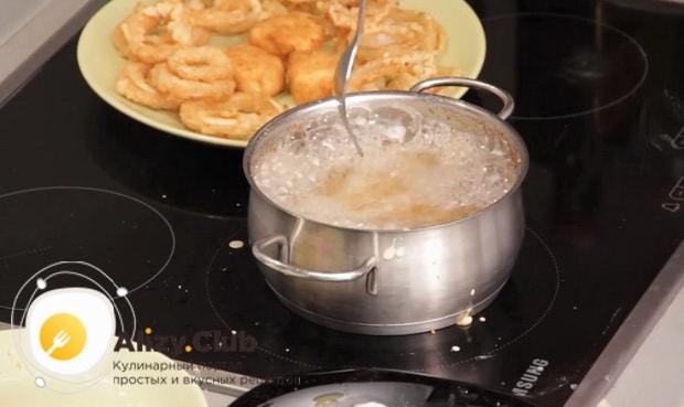 Для приготовления закуски к пиву в домашних условиях, обжарьте ингредиенты