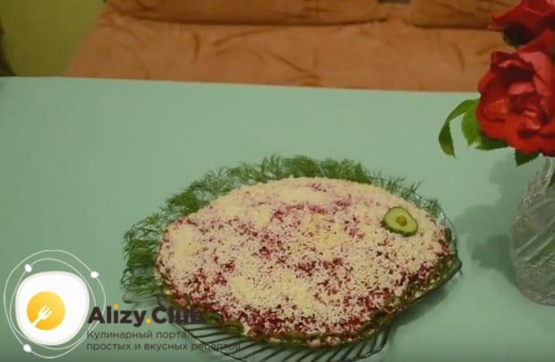 Вот так оригинально можно оформить ленивый салат Сельдь под шубой.