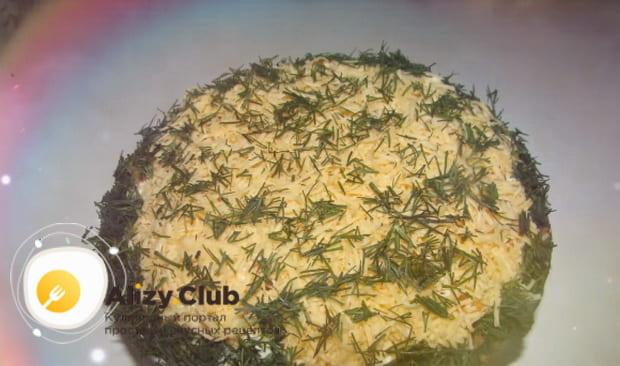Делаем слоями очень вкусный салат лисичка с корейской морковкой