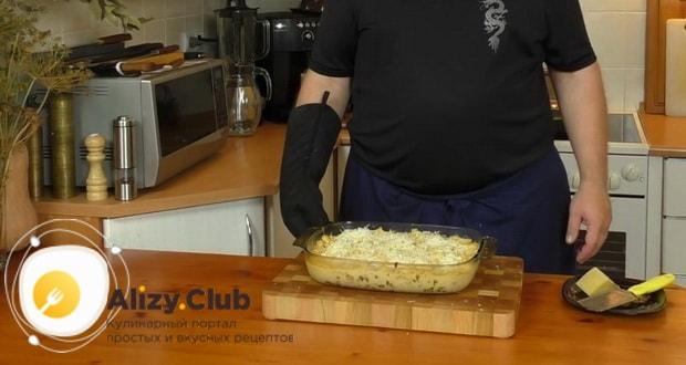 Для приготовления макаронов с сыром по американски, разогрейте духовку