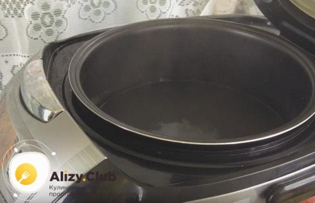 Вкусно можно приготовить макароны с тушенкой в мультиварке.