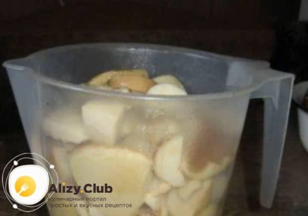 По рецепту для маринования белых грибов, подготовьте все ингредиенты