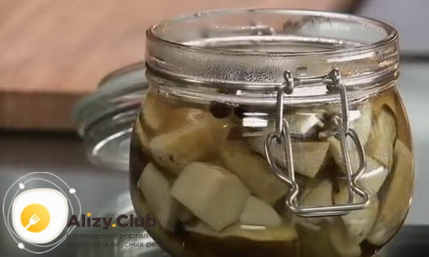 По рецепту для маринования белых грибов, добавьте уксус