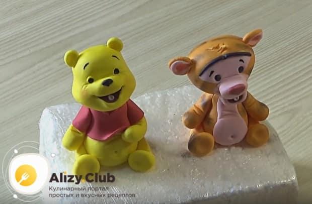 Из такой мастики,будто из пластилина, можно сделать любые фигурки для украшения тортов.