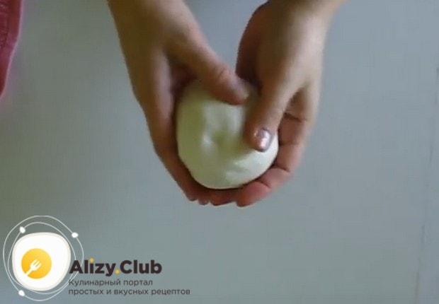 Посмотрите у нас также видео о том, как сделать мастику из маршмеллоу в домашних условиях.