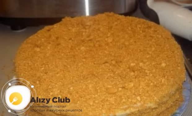 Для приготовления торта медовик по классическому рецепту в домашних условиях, приготовьте крошку для присыпки