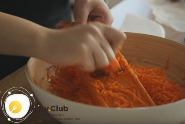 А по этому рецепт вы сможете приготовить в домашних условиях вкусную морковь по-корейски быстро и просто.