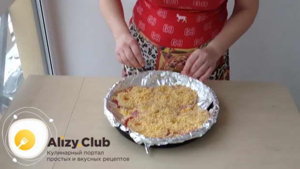Все мясо посыпьте остатками тертого сыра