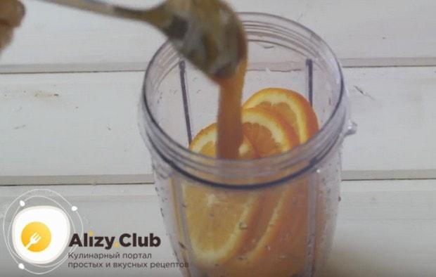 Добавляем к фруктам мед.