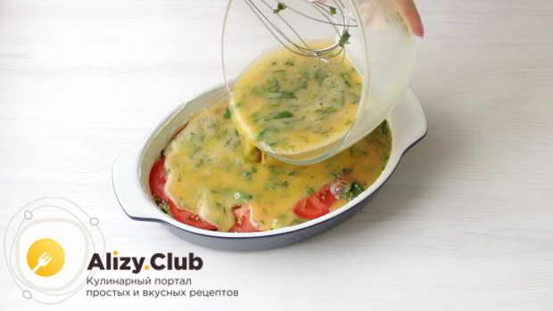 Залить овощи в форме яичной смесью