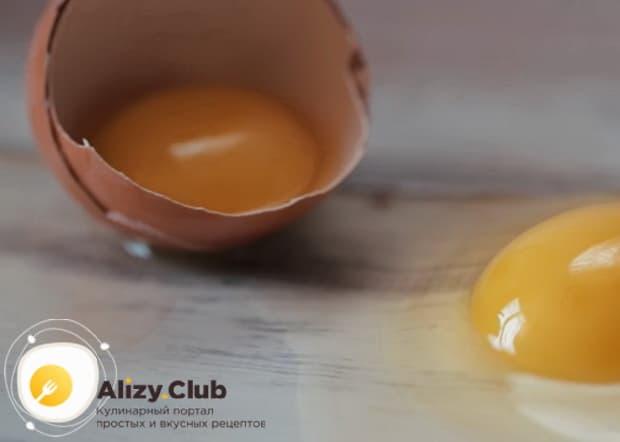 Для приготовления вареного омлета в пакете приготовьте все ингредиенты.