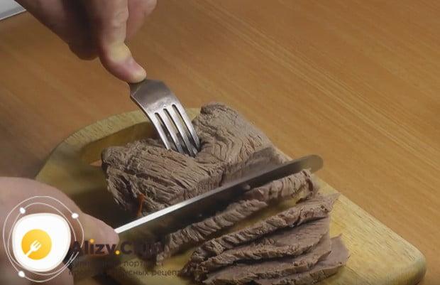 Как видите, вареная говядина по такому рецепту готовится проще простого.