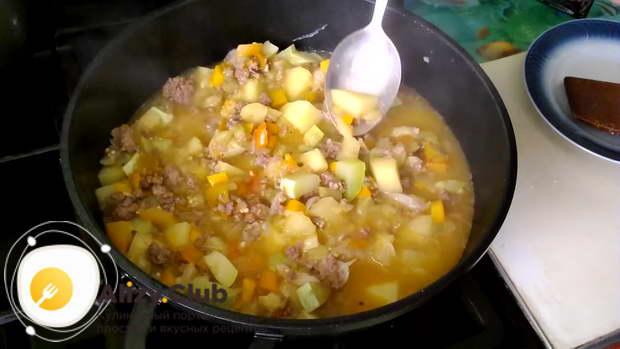 Готовность блюда проверяем по картофелю