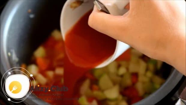 Для приготовления овощного рагу с кабачками в мультиварке, подготовьте все необходимое.
