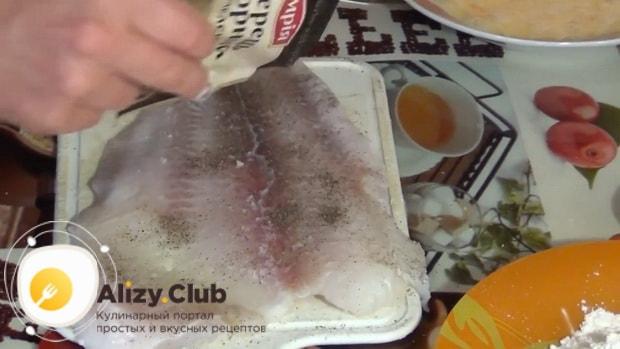 Посолите рыбу перед тем как вкусно приготовить филе пангасиуса на сковороде