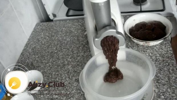 Готовим печеночный торт из говяжьей печени по пошаговому рецепту