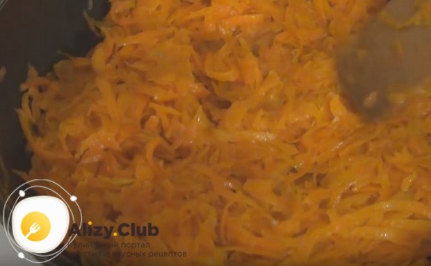 Пассеруем отдельно морковку.