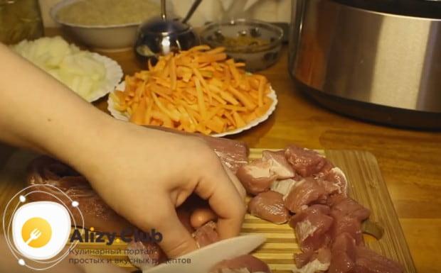Опробуем рецепт плова со свининой в мультиварке Редмонд.