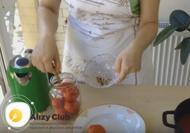 Посмотрите у нас также видео о том, как сделать такие помидоры в собственном соку.