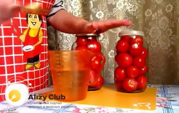 Как происходит засолка помидоров в яблочном соке