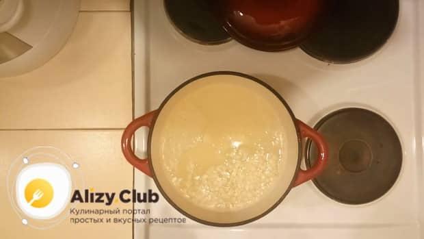 Для приготовления рыбного супа с пшеном, накипятите воду