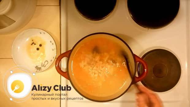 Для приготовления рыбного супа с пшеном соедините ингредиенты
