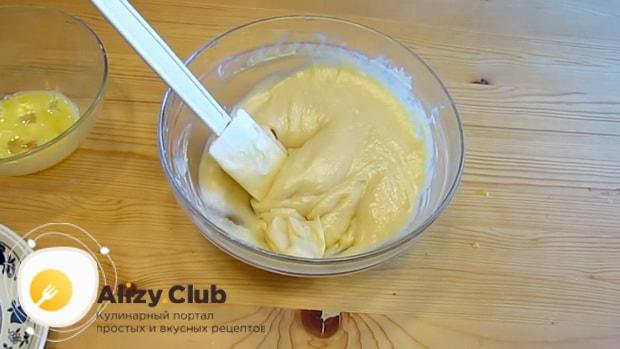 Смотрите как приготовить заварное тесто для эклеров, рецепт пошагово
