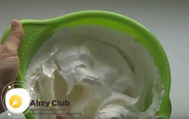 Заварные пирожные с белковым кремом по такому рецепту получаются невероятно нежными!