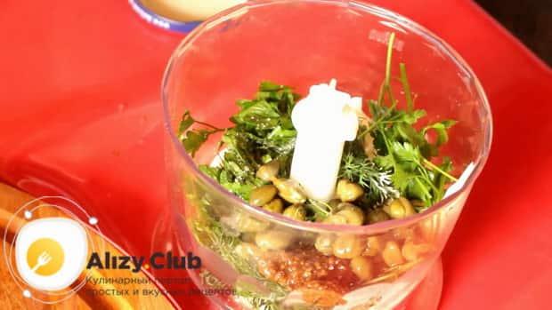 Для приготовления белого соуса к рыбе, перемешайте в чаше блендера ингредиенты
