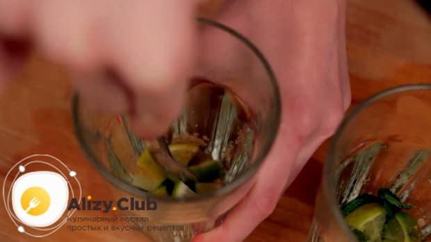 Для приготовления алкогольного мохито в домашних условиях, по рецепту нужно перемешать ингредиенты