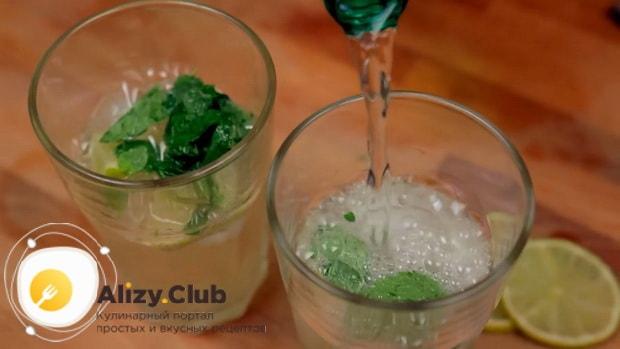 Для приготовления алкогольного мохито в домашних условиях, по рецепту нужно добавить спрайт