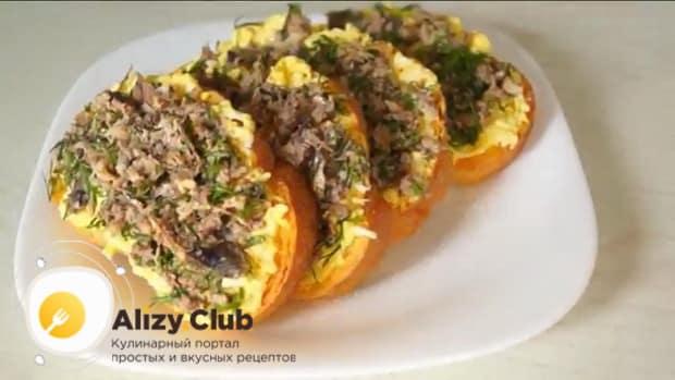 Для приготовления бутербродов со шпротами и яйцом. подготовьте все необходимое