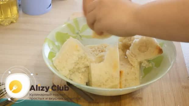 Для приготовления фаршированной щуки, залейте мякоть молоком