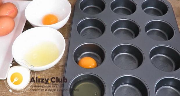 смотрите как приготовить яйца фаршированные сыром и чесноком: фото рецепт