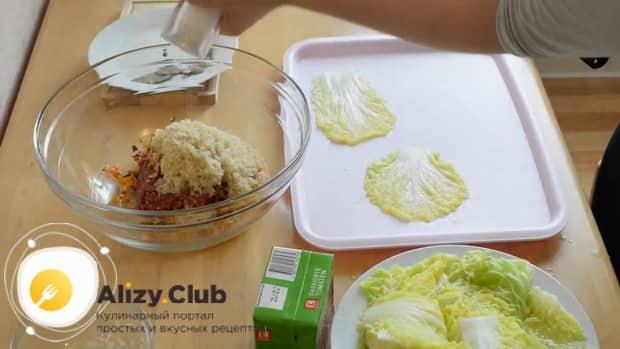 Для приготовления голубцов из пекинской капусты, приготовьте фарш