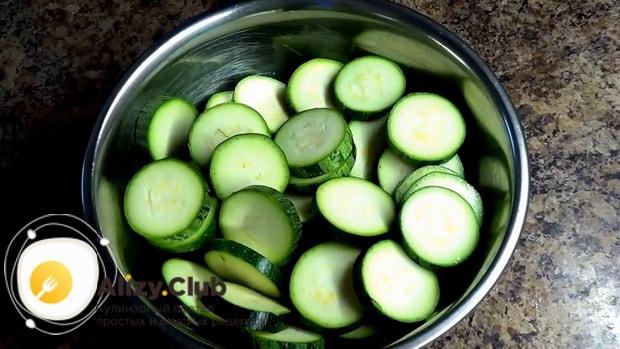 Готовим блюда из кабачков в духовке.