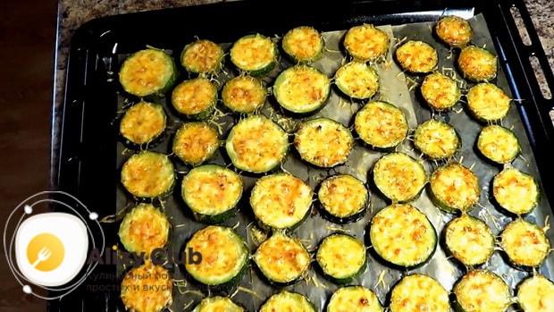 Сотрите как готовится картошка с кабачками в духовке