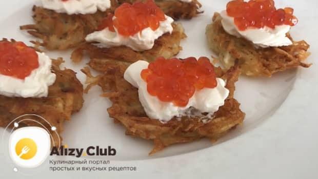Для приготовления закуски с красной икрой по пошаговому рецепту с фото, выложите икру
