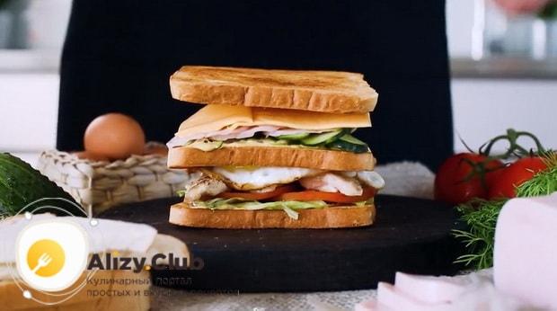 Для приготовления клаб сэндвича по лучшему рецепту соберите все слои