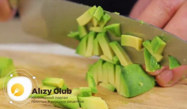 измельчаем авокадо