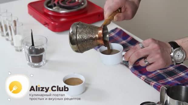 Готовим кофе с корицей по простому рецепту.