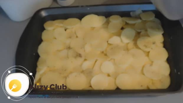 Смотрите как готовится курица с шампиньонами и картошкой в духовке