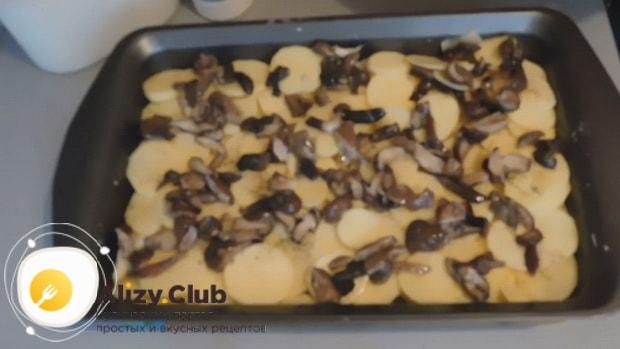 Для приготовления курицы с шампиньонами и картошкой в духовке, подготовьте ингредиенты