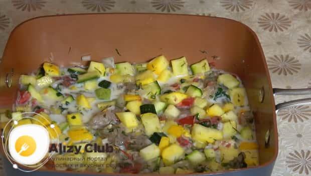 Для приготовления кабачков запеченные в духовке с фаршем залейте ингредиенты заливкой