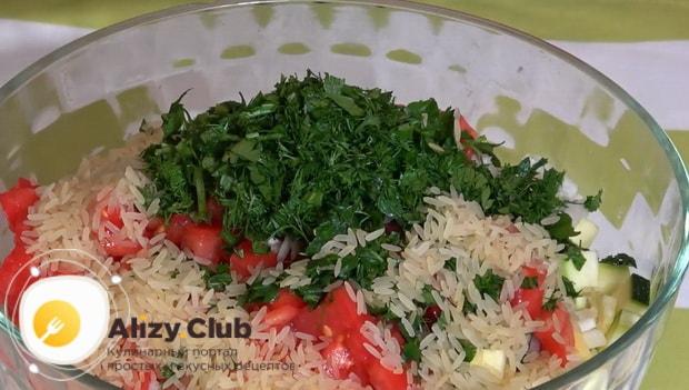 Для приготовления кабачков запеченные в духовке с фаршем добавьте рис