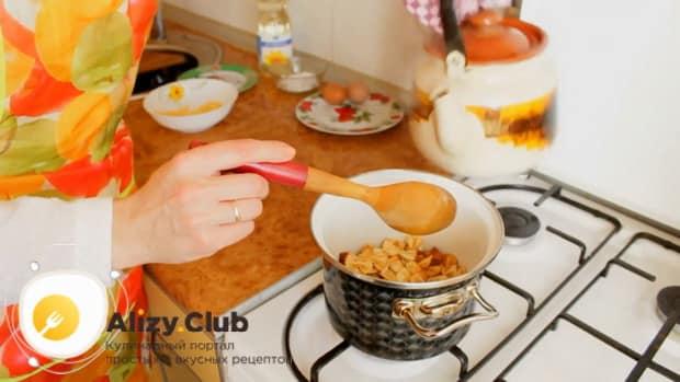 Для приготовления макарон с сыром, добавьте нужное количество воды.