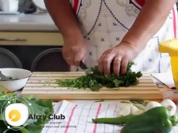 Попробуйте приготовить огурцы резаные в собственном соку на зиму